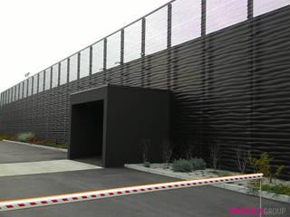 Rivestimento frangisole Complesso d'uffici moderni di Modula Group Srl Moderno
