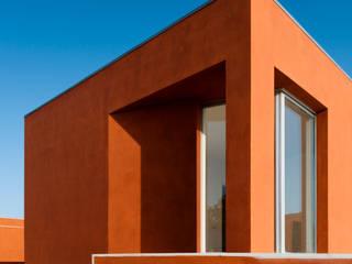 Casas de estilo mediterraneo por Atelier dos Remédios