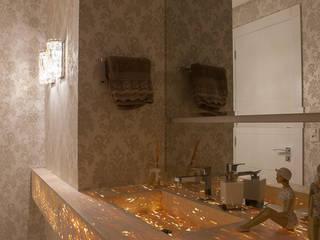 Baños de estilo moderno de Monique Pedruzzi Arquitetura + Interiores Moderno