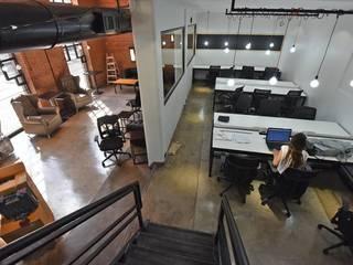 Trua arqruitectura Estudios y despachos de estilo moderno
