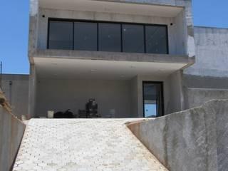 Houses by Gloria Cabo Arquitetura, Minimalist