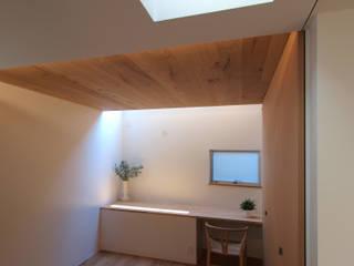 大東の家その2: アトリエ スピノザが手掛けた寝室です。,