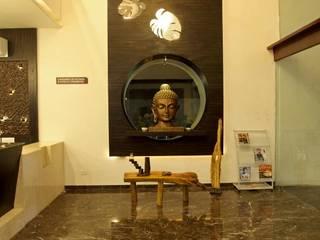 Couloir et hall d'entrée de style  par RUST the design studio, Moderne