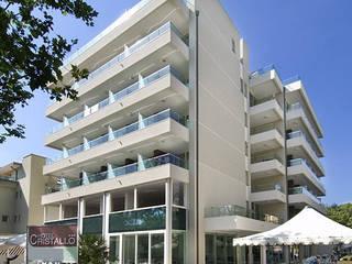 Hotel Cristallo: Case in stile  di Studio A.I.R.