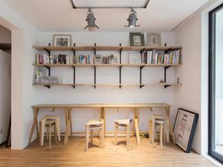 Oficinas y bibliotecas de estilo moderno de 매트그라퍼스 Moderno