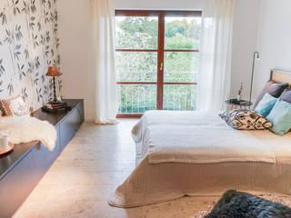 Staging einer Villa zum Verkauf: klassische Schlafzimmer von Home Staging Gabriela Überla