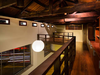 Refurbishment in Teusuillo, Bogotá SDHR Arquitectura Modern style bedroom Iron/Steel Brown