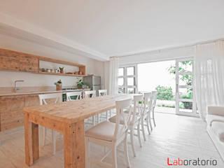 Casa in collina stile classico Modern dining room by Laboratorio Modern