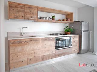 Casa in collina stile classico Modern kitchen by Laboratorio Modern