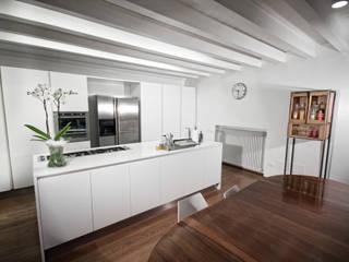 Cucina abitazione Modern kitchen by Laboratorio Modern