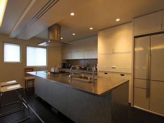 M邸: 株式会社アマゲロ / amgrrow Co., Ltd.が手掛けたキッチンです。,