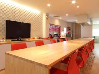 U邸 renovation: 株式会社アマゲロ / amgrrow Co., Ltd.が手掛けたリビングです。,