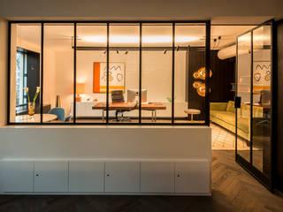 mixtvision OFFICE MUNICH: moderne Arbeitszimmer von interior.architects.munich