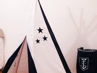 Tipi bleu marine et blanc, motif étoiles et personnalisé par L. 19-83 Moderne