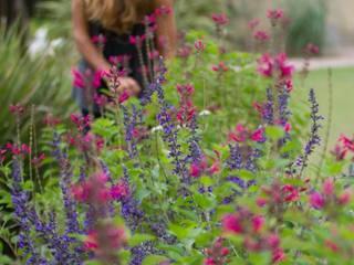 สวน by LAS MARIAS casa & jardin