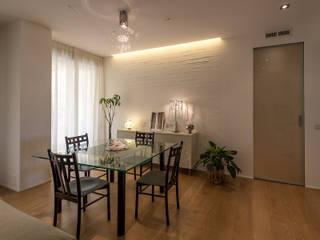 Soggiorno - sala da pranzo: Sala da pranzo in stile  di Bartolucci Architetti