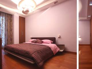 Appartamento BR - appartamento moderno per una giovane coppia: Camera da letto in stile  di studioIDEAM