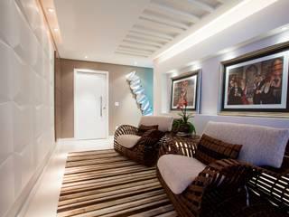Moderne gangen, hallen & trappenhuizen van LimaRamos & Arquitetos Associados Modern