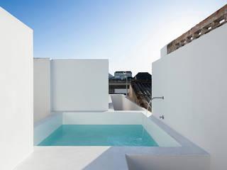Minimalist balcony, veranda & terrace by Estudio ODS Minimalist