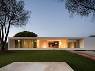 Modern houses by Pedro Reis Arquitecto Modern