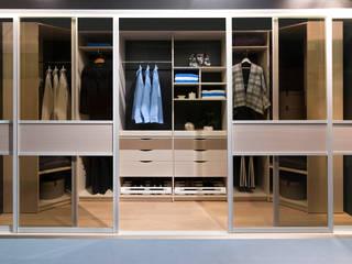 Begehbarer Kleiderschrank:  Schlafzimmer von Elfa Deutschland GmbH
