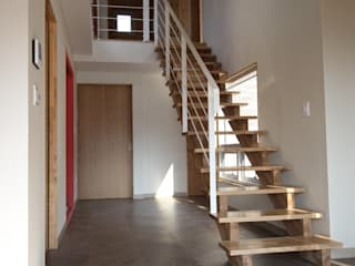 Moderner Flur, Diele & Treppenhaus von 봄 하우스플랜 Modern