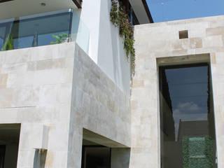 Cormoranes : Casas de estilo  por estuco construcciones y diseño