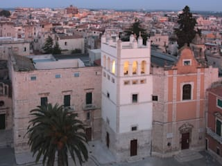 Restauro dell'antica Torre delle Clarisse e recupero funzionale come contenitore culturale: Sedi per eventi in stile  di studioIDEAM