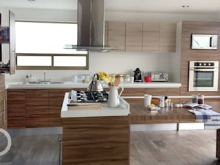 Cocina Nogal: Cocinas de estilo moderno por ESTUDIO FD