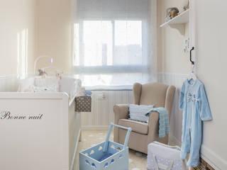 El pequeño mundo de Fabio: Dormitorios infantiles de estilo  de Margarida Muñoz