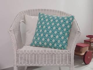 Coussin géométrique bleu turquoise à passepoil doré déhoussable 40 x 40 cm par filkanai Moderne
