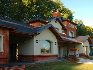 ARTACHO HOUSE: Casas de estilo moderno por Carbone Fernandez Arquitectos