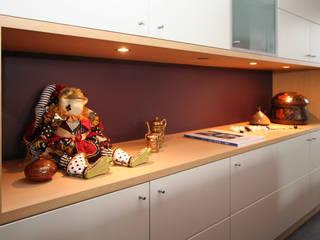 intérieur moderne chaleureux Salon moderne par Sfeerontwerp   créateur d'atmosphère Moderne