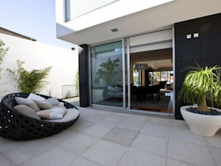 A.F. House Moderner Balkon, Veranda & Terrasse von Atelier Lopes da Costa Modern