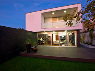 Casa A.F. | atelier d'arquitectura J. A. Lopes da Costa: Casas  por Atelier Lopes da Costa,Moderno