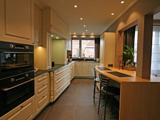 restyling d'une cuisine vers le style contemporain Cuisine moderne par Sfeerontwerp   créateur d'atmosphère Moderne