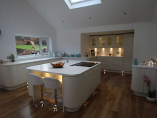 Curved gloss island & full kitchen AD3 Design Limited Modern kitchen