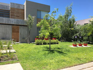 Garden by BAIRES GREEN, Modern