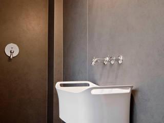 TÜ90: moderne Badezimmer von Studio DLF