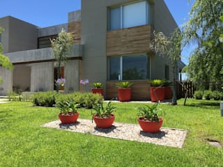 BAIRES GREEN Taman Modern Red