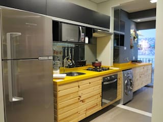 Eclectic style kitchen by Fabiana Rosello Arquitetura e Interiores Eclectic