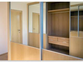 Pintor Navarro Llorens Dormitorios de estilo moderno de MOBIMAR INTERIORISMO Moderno