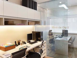 Modern offices & stores by Adoro Arquitetura Modern