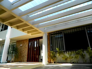 Modern Houses by Fabiana Rosello Arquitetura e Interiores Modern
