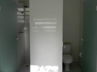 Residência 500m² Banheiros modernos por Fabiana Rosello Arquitetura e Interiores Moderno