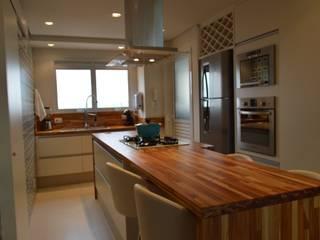Cocinas de estilo moderno de Fabiana Rosello Arquitetura e Interiores Moderno