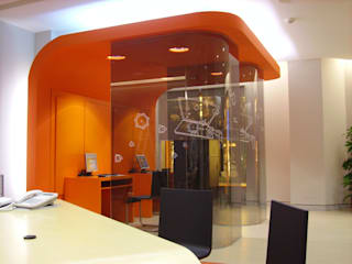 diseño y construcción acima,s.l. Minimalist offices & stores Wood-Plastic Composite Orange