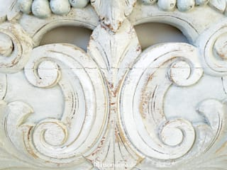 Ancient coronations in bright colors Maisondora Vintage Living ChambreLits & têtes de lit Bois Blanc