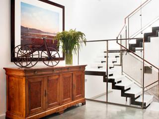 Antonio Martins Interior Design Inc Ausgefallener Flur, Diele & Treppenhaus