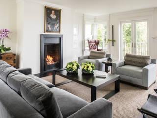 Salon moderne par Antonio Martins Interior Design Inc Moderne